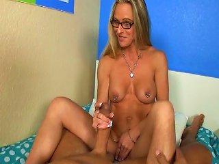 Alluring Blonde Masturbates That Nice Dick With Pleasure